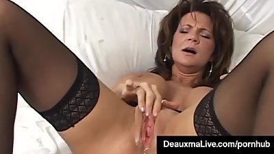 Texas Cougar Deauxma Squirts Her Juice..