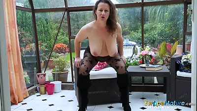 EuropeMaturE Hot Busty Solo Lady..