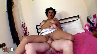 Mature Latina Mexican whore makes..
