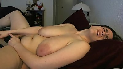 weirdly shaved fatty cumming