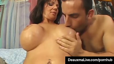 Texas Cougar Deauxma Squirts From Her..