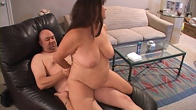 Huge Tit Mature Housewife Gets Butt..