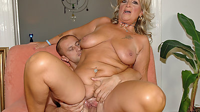 Hot mature loves wild penetration