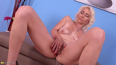 Mature petite mother hungry for rough..