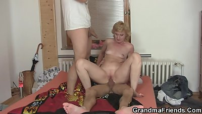 Sharing skinny old lady with small tits
