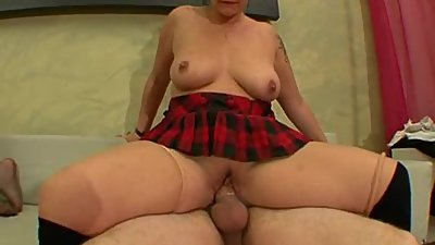 AMATEUR MATURE AND TEEN BIG TITS SAGGY..