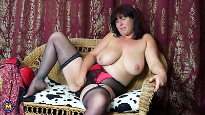 Sexy mature mother Janey with hairy..